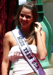 Hennig won the Miss Louisiana Teen USA 2004 in a state pageant held in Lafayette, Louisiana in Novemb
