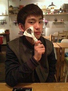 """On February 13th, rookie actor JR from KBS 2TV's """"Dream High 2"""" checked in with fans via Twitte"""