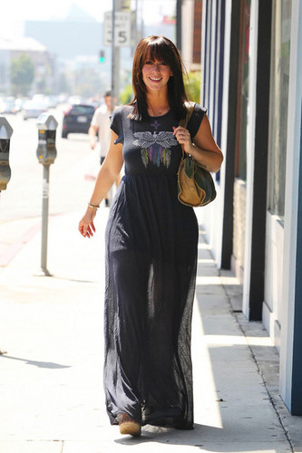 """""""Ghost Whisperer"""" ngôi sao Jennifer tình yêu Hewitt goes to lunch at the Ivy Restaurant in West Hollywood"""