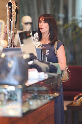 """Ghost Whisperer"" তারকা Jennifer প্রণয় Hewitt goes to lunch at the Ivy Restaurant in West Hollywood"