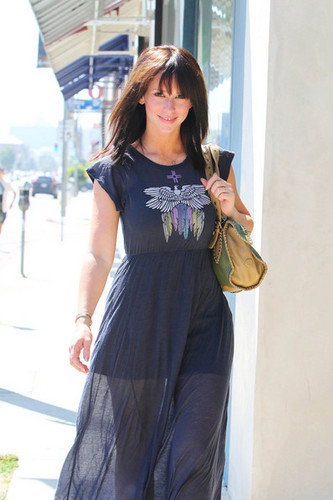"""""""Ghost Whisperer"""" звезда Jennifer Любовь Hewitt goes to lunch at the Ivy Restaurant in West Hollywood"""