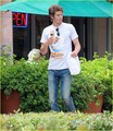 Andrew ガーフィールド enjoys an ice cream cone on Monday (August 15) in Malibu, Calif.