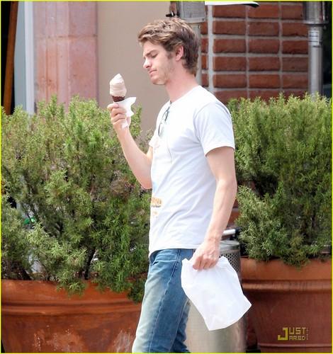 Andrew Garfield enjoys an ice cream cone on Monday (August 15) in Malibu, Calif.