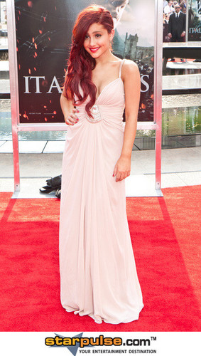 Ariana Grande at the Harry Potter Primere