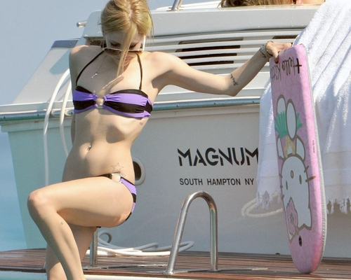 avril lavigne wallpaper containing a bikini titled Avril Lavigne