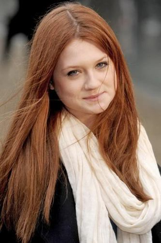 Bonnie Wright wallpaper possibly containing a portrait titled Bonnie ♥