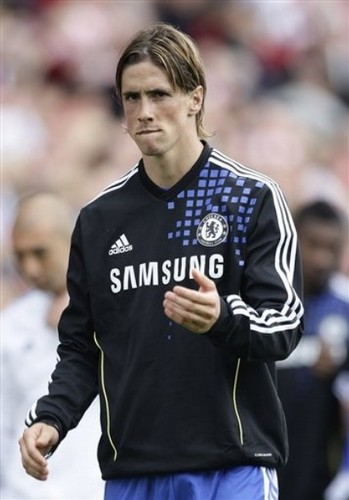 Fernando Torres achtergrond probably containing a hekje, wicket and a vooruit, voorwaarts called Chelsea x Stoke City