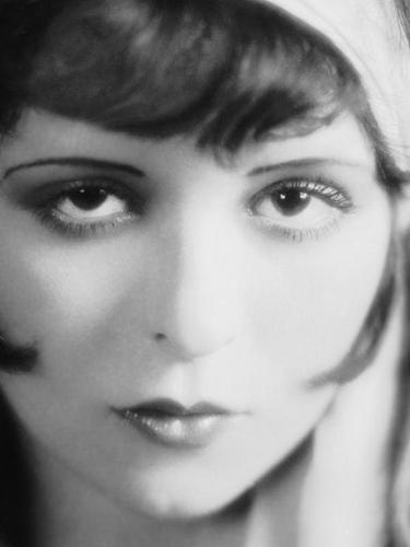 Clara Bow wallpaper with a portrait entitled Clara Bow