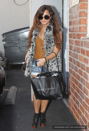 Demi shops at Alice + Olivia in Los Angeles, CA