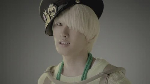Super Junior Обои called Eunhyuk Mr. Simple MV
