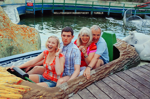 Gavin & Stacey Hintergrund possibly with a pontoon, a lunch, and a dugout kanu called Gavin and Stacey