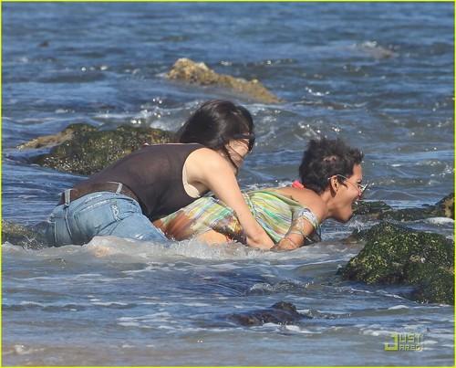 Halle Berry: Bikini playa Birthday Bash!