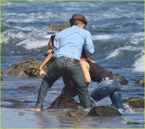 Halle Berry: Bikini beach, pwani Birthday Bash!