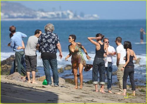 Halle Berry: Bikini bờ biển, bãi biển Birthday Bash!