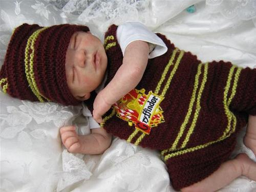Harry Potter Vs. Twilight wallpaper probably with a bonnet, a ski cap, and a neonate called Harry potter reborn dolls