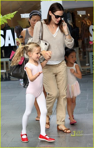 Jennifer Garner: Dance Class with Violet!