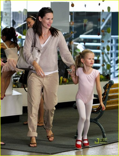 Jennifer Garner: Dance Class with Violet!