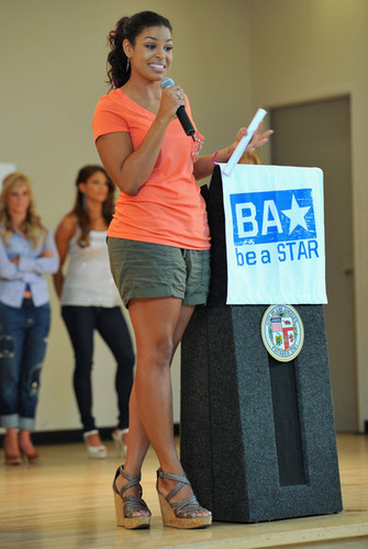 """Jordin Sparks: WWE & The Creative Coalition's Rally To Support The """"be a Star"""" Anti-Bullying Allianc"""