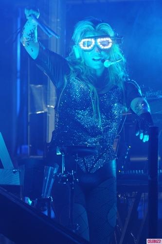 K$ Crazy Glowing Glasses at Miami buổi hòa nhạc aug 8!