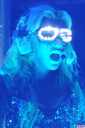 Ke$ha wallpaper called K$ Crazy Glowing Glasses at Miami Concert aug 8!
