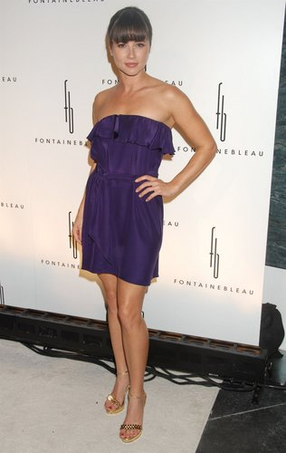 Linda Cardellini at the Fontainebleau Party