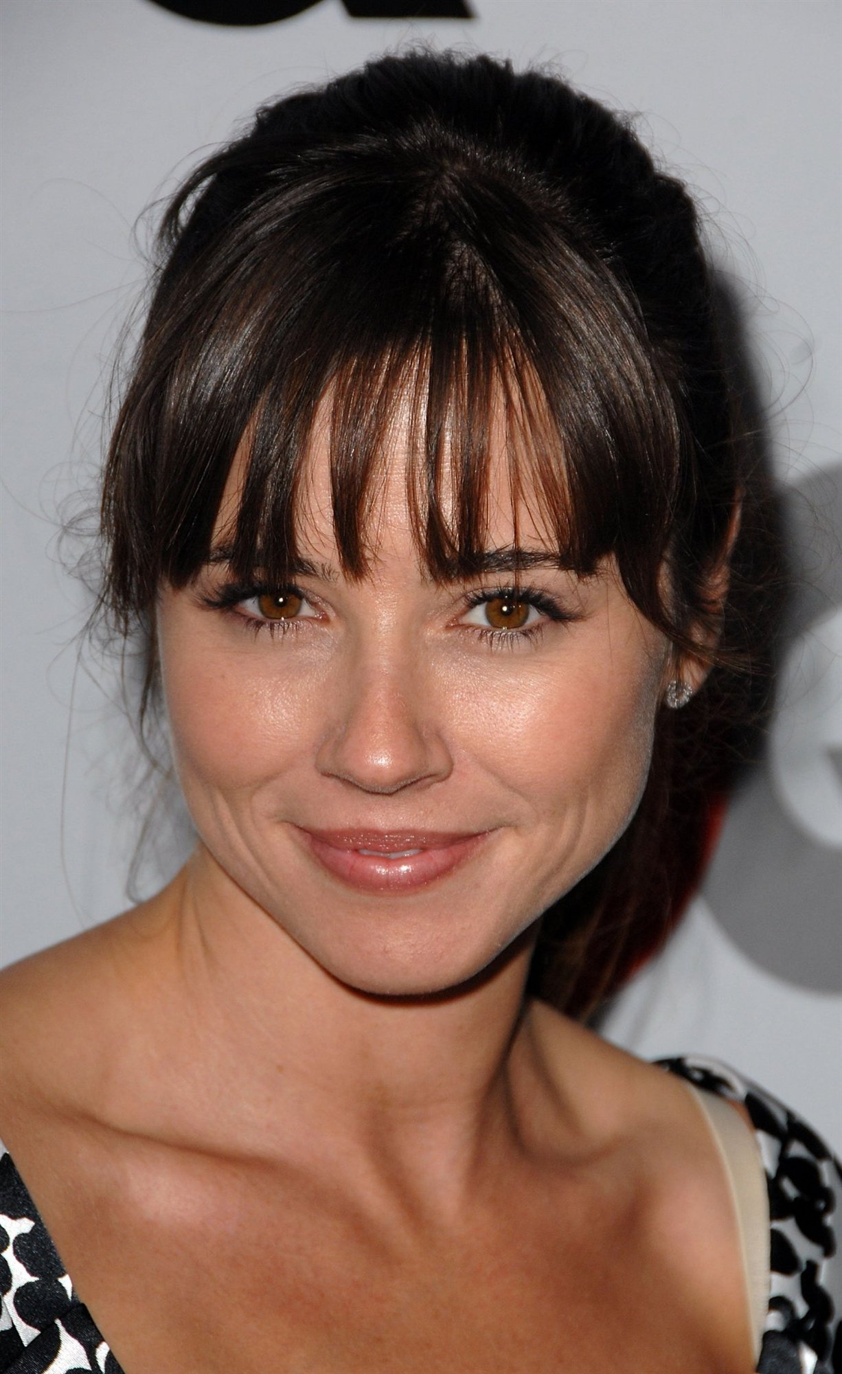 Linda Cardellini Net Worth