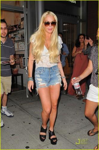 Lindsay Lohan Spends Saturday at Serenity Spa