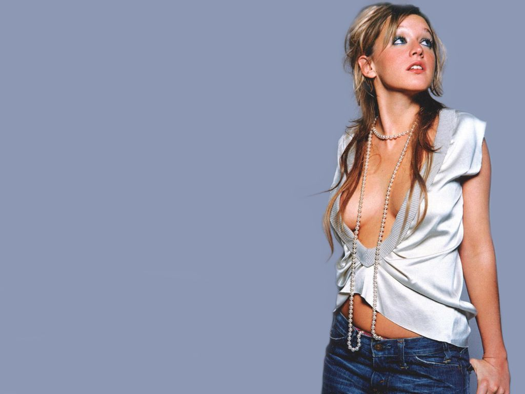 Ludivine Sagnier - Gallery Colection