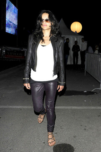 Michelle Rodriguez fond d'écran with a hip boot entitled Michelle Rodroguez at the VIP Room in Cannes. - May 20, 2011