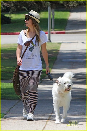 Olivia Wilde: Sunny Saturday with Her Pup!