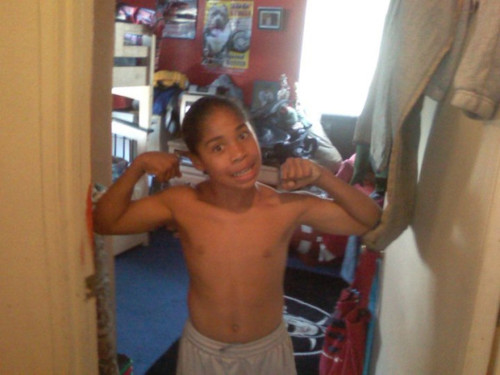 Roc with his camisa, camiseta off <3