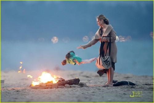 Sarah Michelle Gellar: 'Ringer' 海滩 Babe!