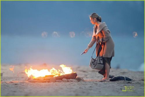 Sarah Michelle Gellar: 'Ringer' সৈকত Babe!