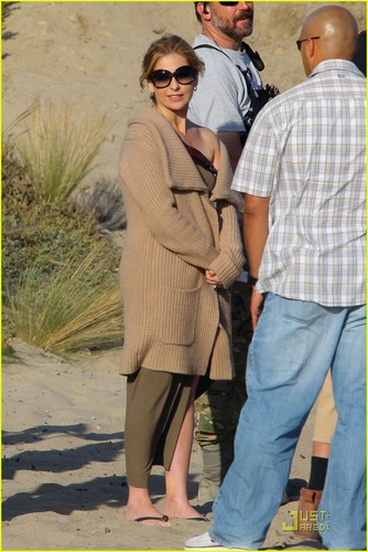 Sarah Michelle Gellar: 'Ringer' Beach Babe!