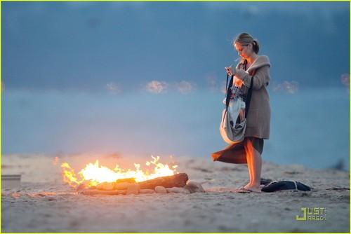 Sarah Michelle Gellar: 'Ringer' pantai Babe!