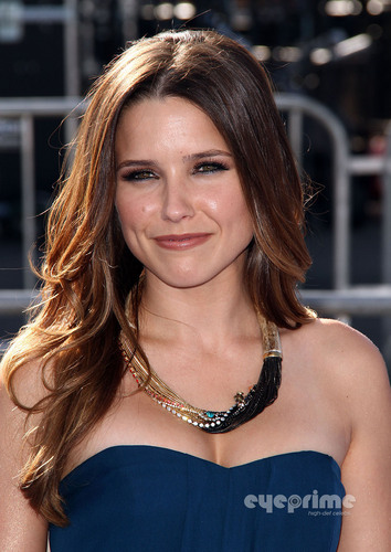 Sophia Bush: VH1 Do Something Awards in Hollywood, Aug 14