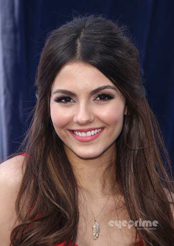Victoria Justice : VH1 Do Something Awards in Hollywood, August 14