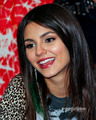 Victoria Justice: विक्टोरियस CD Signing in Duarte, CA, August 13