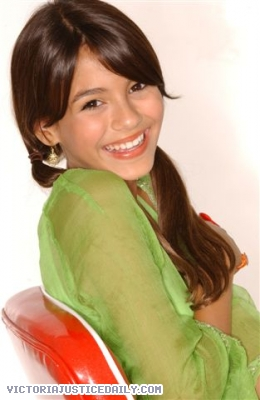 Victoria Justice wallpaper probably with a portrait entitled Victoria!