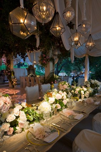 Hilary Duff & Mike Comrie fondo de pantalla containing a cena table, a brasserie, and a dining room entitled Wedding