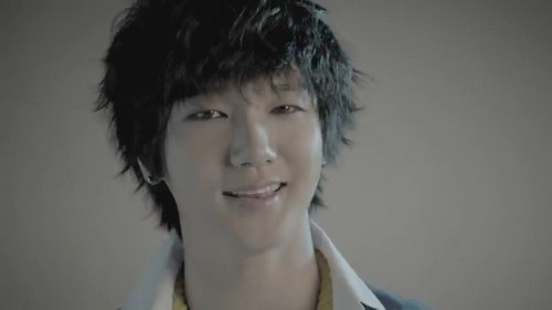 Super Junior Обои with a portrait titled Yesung Mr. Simple MV