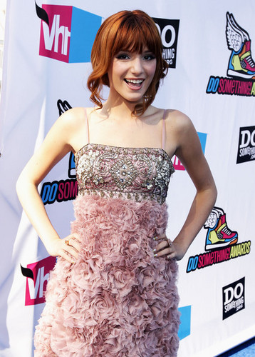 bella thorne at do something award 2011