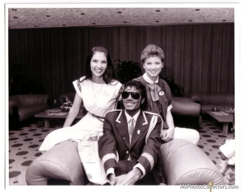 black & white foto of MJ