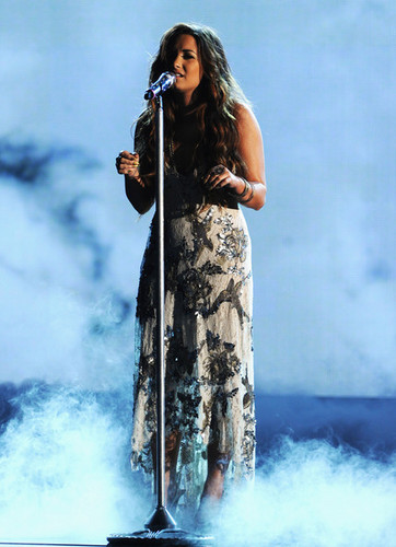 demi lovato at do something award 2011