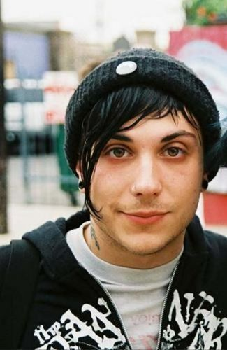 Frank Iero wallpaper possibly containing a portrait entitled ohmyfrank