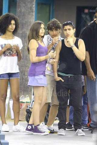 Paris Jackson fond d'écran possibly containing a hip boot entitled prince Paris and blanket Jackson out with cousins