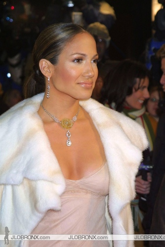 2002 maid in manhattan premiere