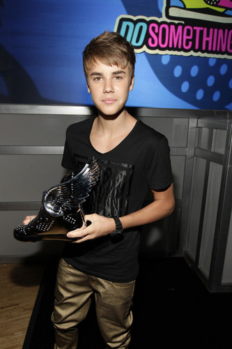 2011 VH1 Do Something Awards - Backstage And Audience
