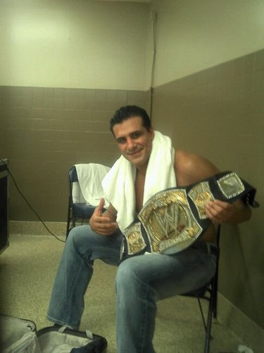 Alberto with WWE title