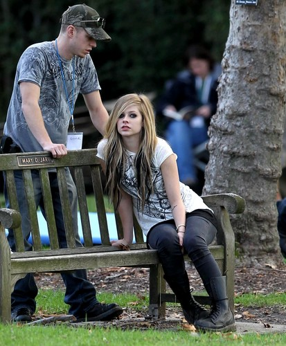 Avril Lavigne Behind The Scenes Of Alice âm nhạc Video